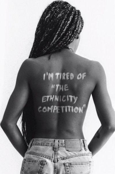 stanca della competizione tra etnie